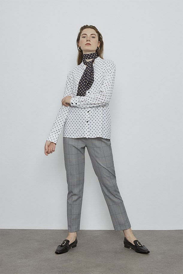 Pointed Shirt With Foulard